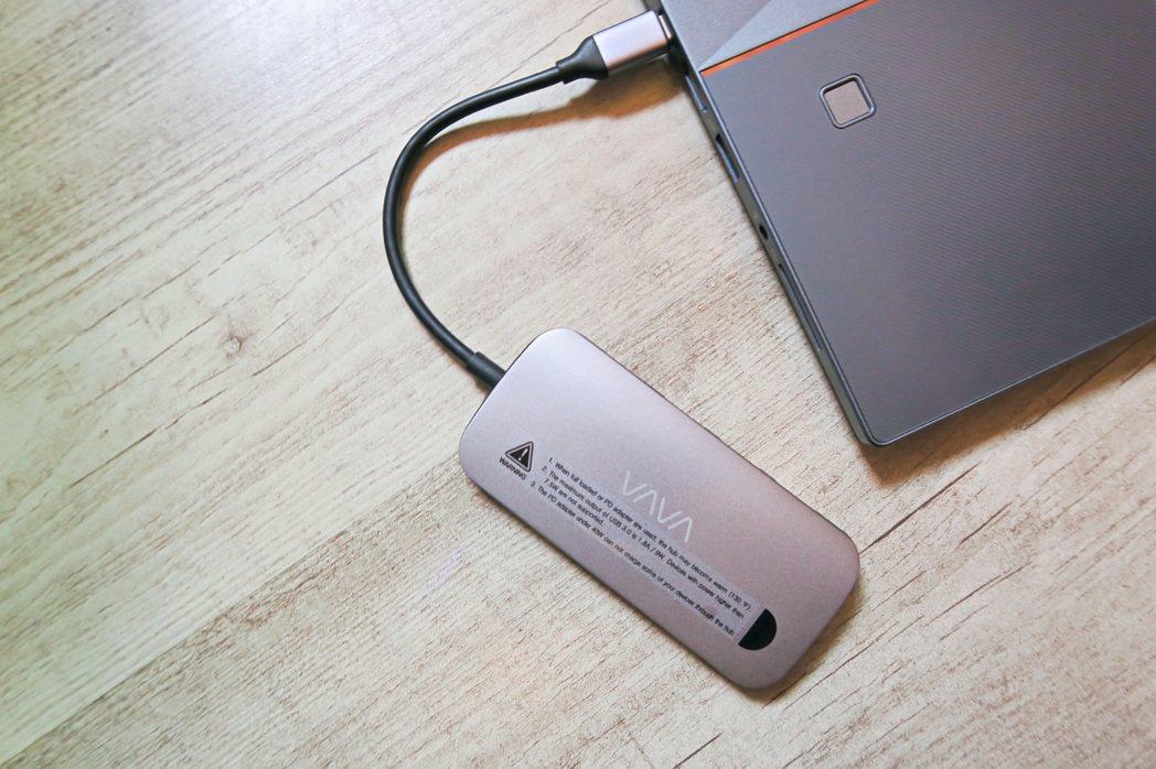 VAVA VA-UC006提供8合1使用情境。 彭子豪/攝影