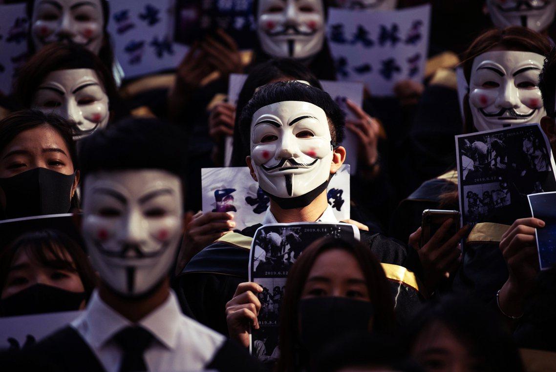 香港的反送中抗爭,在11月4日於將軍澳的示威衝突現場,一名科大學生周梓樂被發現從...