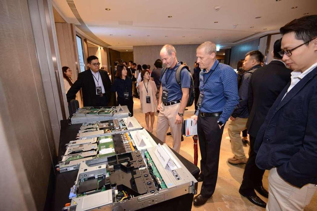 AMD EPYC新世代企業高峰論壇現場更有多家合作夥伴展示最新產品。 超微/提供