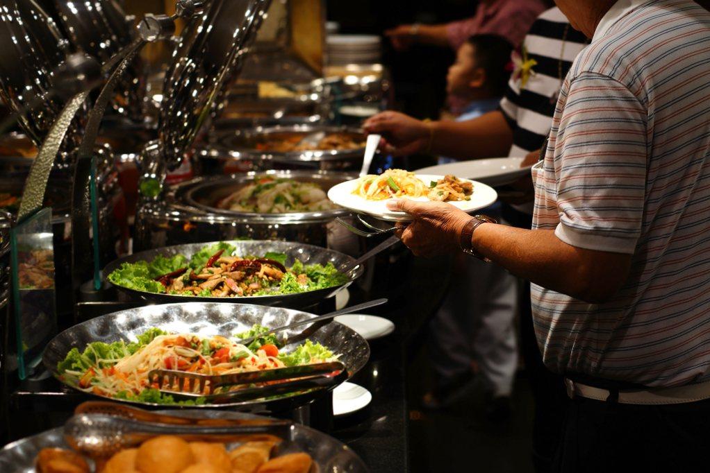 「雙11光棍節」許多餐廳紛紛推出各種優惠,使單身族在當天能享到折扣。圖片來源/i...