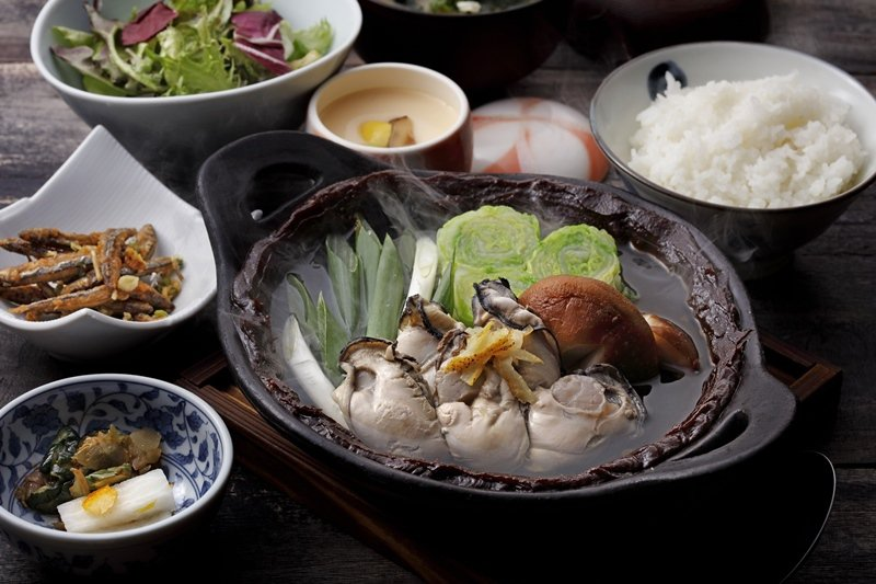 鳥丈推出的牡蠣赤味噌鍋,每份480元。 圖/鳥丈提供