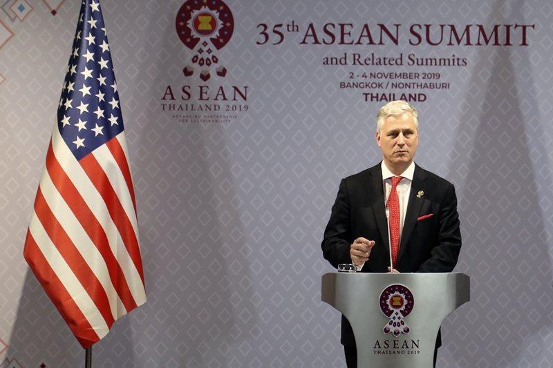 白宮國家安全顧問歐布萊恩在東協峰會上致辭。攝於11月4日,泰國。 圖/美聯社