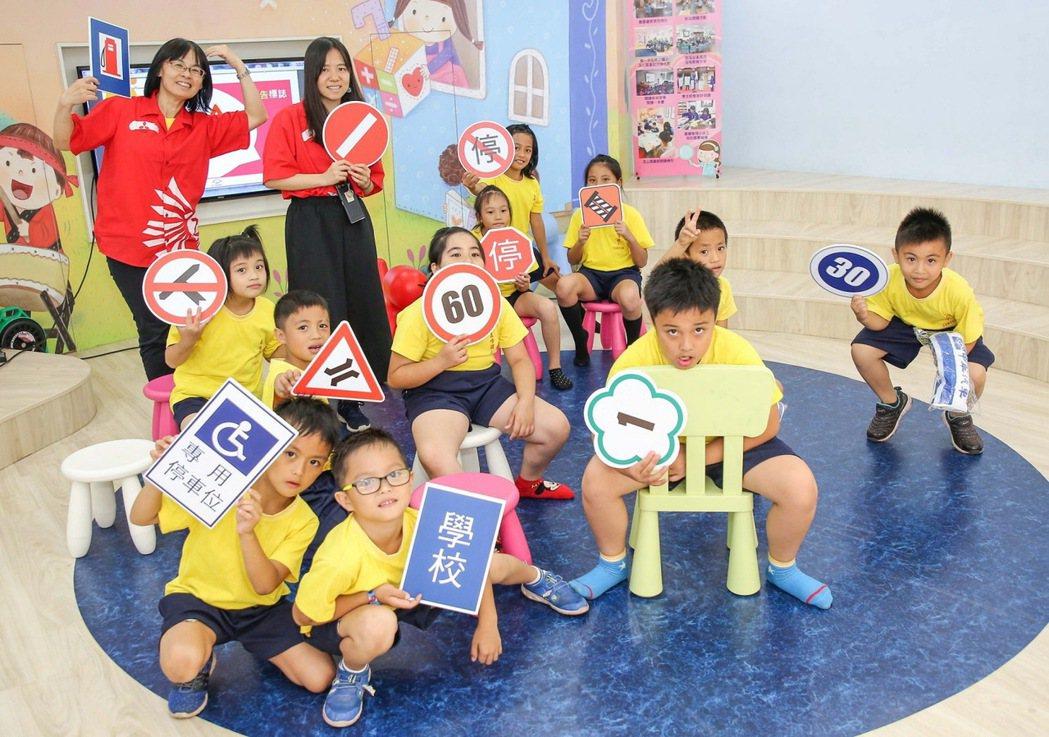 中華三菱交通安全體營向下扎根 全台巡迴教導小朋友正確的交通安全觀念。 圖/中華...