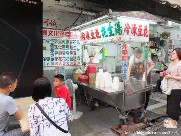 攤位在文化路與延平街口轉角處,生意很好,常常提早賣完打烊,想吃建議下午就來。