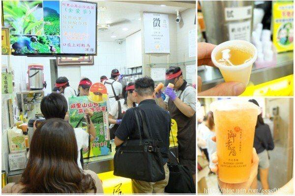 櫃台有飲料可以試喝,當天試喝到的凍頂檸檬其實也很不錯,但我依舊選擇了網路評價很高的葡萄柚綠茶,真材實料,清新好喝!