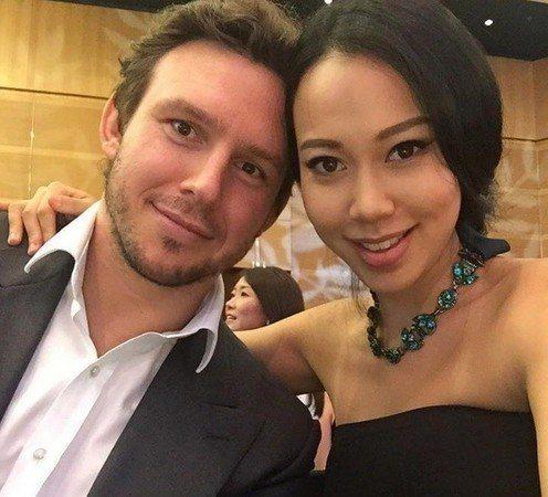 邢嘉倩(右)與銀行業外籍男友Lloyd。圖/摘自IG
