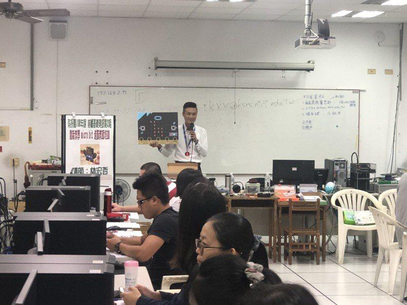 南投縣教育處辦理種子教師培訓課程,成為偏鄉科技資訊教育的推動主力。圖/施比獸教育團隊提供