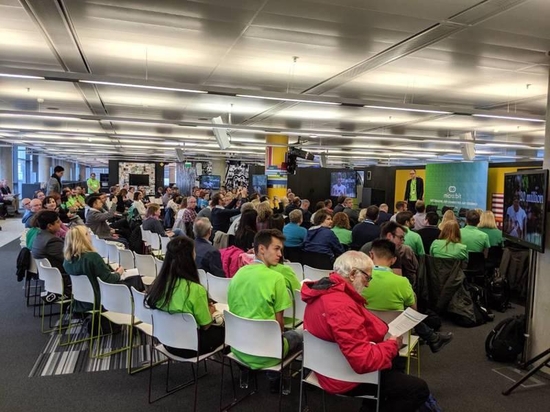 台灣團隊參與BBC媒體城的座談會,與全球教育工作者分享南投縣推動科技資訊教育普及化成果。圖/施比獸教育團隊提供