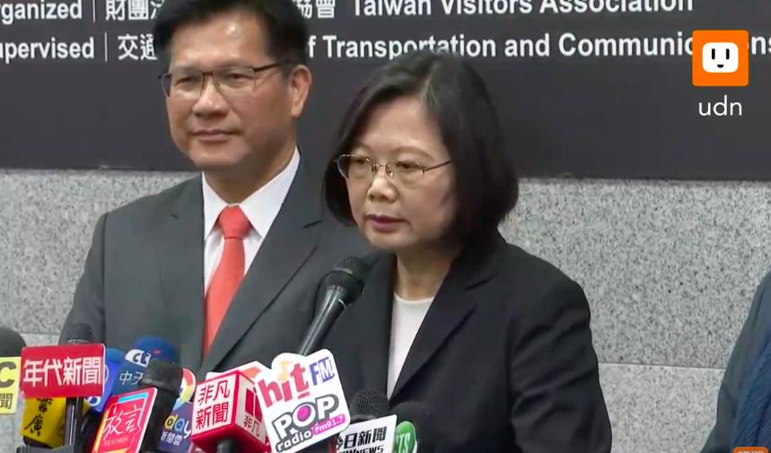 蔡英文總統上午出席「台北國際旅展」開幕典禮,接受媒體時事訪問。圖/翻攝自UDN