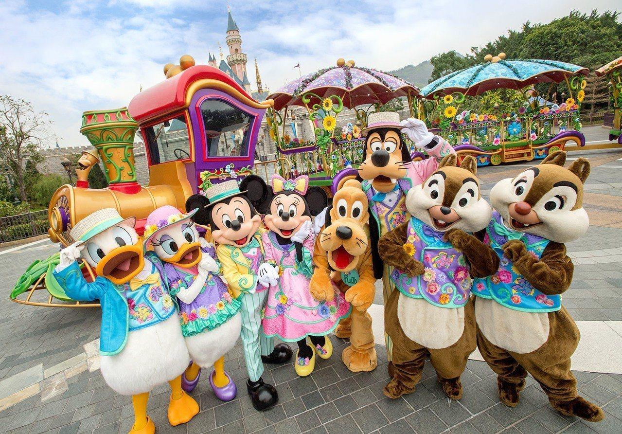 反送中示威未歇導致訪港旅客人數大減,直接影響香港迪士尼收入。圖/香港迪士尼樂園提...