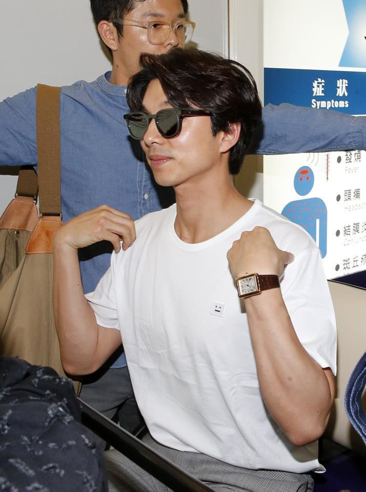 孔劉2017年訪台時身上穿的白T出自Acne Studios,折合台幣約3,70...