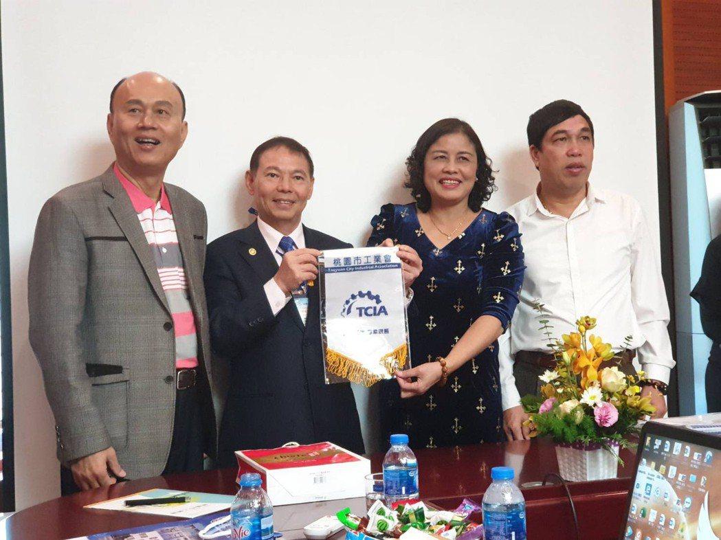 桃園工業界與貿協成員參訪越南北寧順成三號工業區。 圖/順成工業區提供