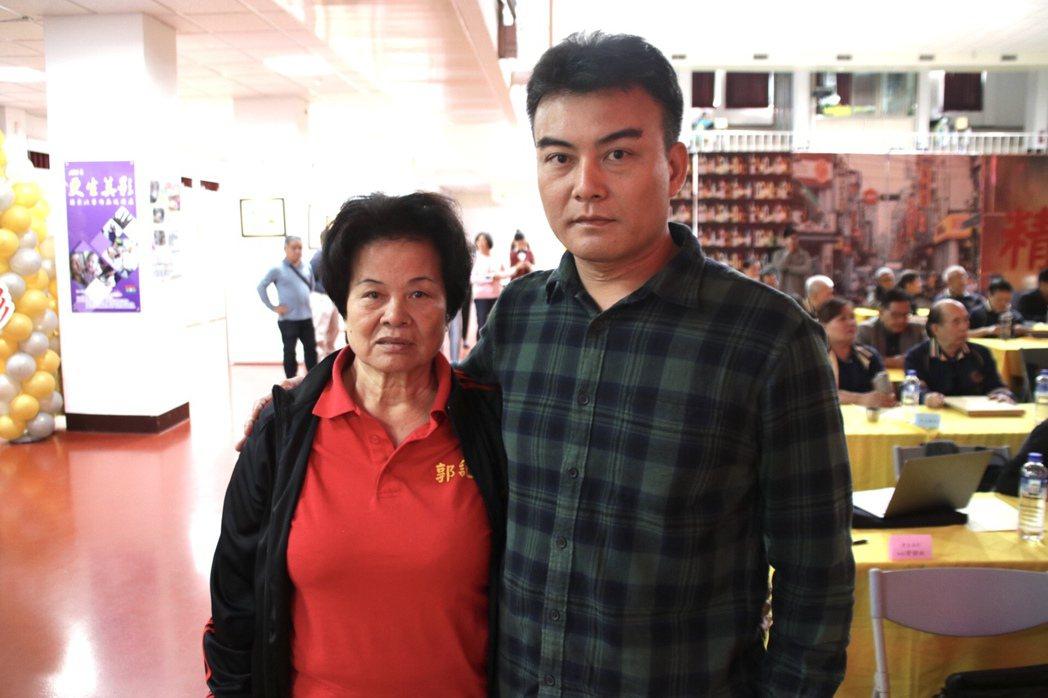 郭珈瑋(右)入獄達23年,母親郭黃阿桃(左)在背後支持是重要的家庭力量。記者曾健...