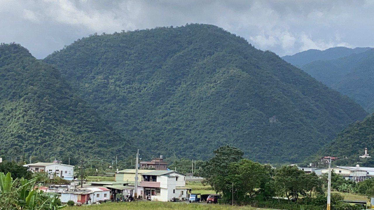 礦區所在的大安埤山。記者羅建旺/攝影