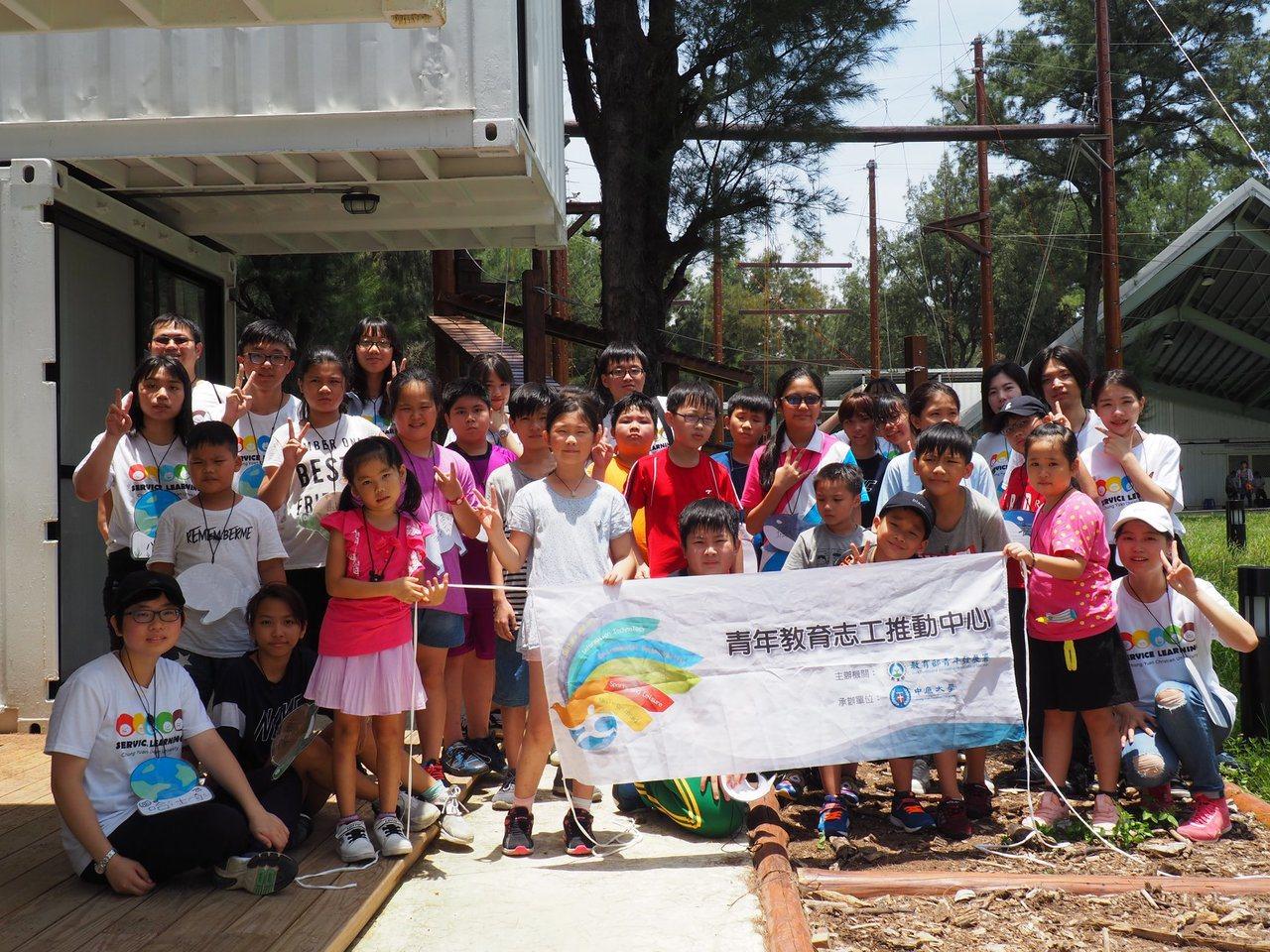 中原大學種籽團發揮活動企劃能力為孩子們舉辦活動。圖/中原大學提供