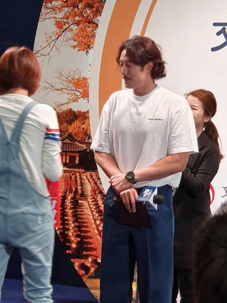 簡單的T恤藏不住蘇志燮胸肌。記者李姿瑩/攝影