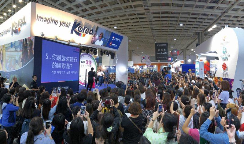 蘇志燮於11月8日出席台北國際旅展的韓國館活動,吸引大批粉絲。圖/韓國觀光公社提供