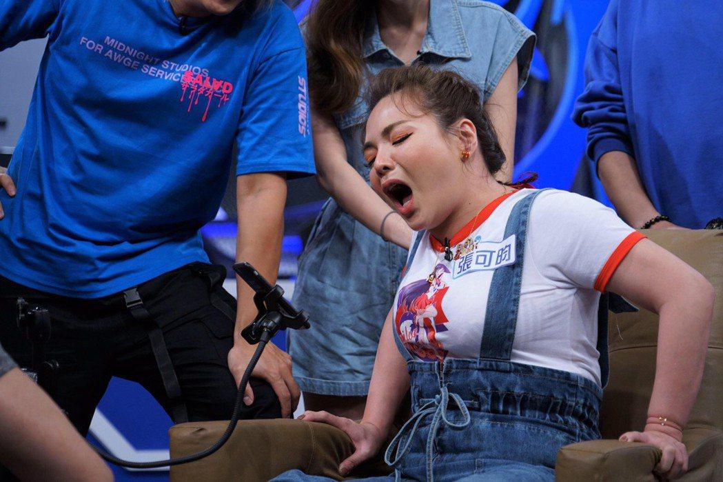小甜甜今年7月上綜藝節目時,被拍到整個圓潤模樣,她說當時在為戲增肥,戲拍完立刻瘦...