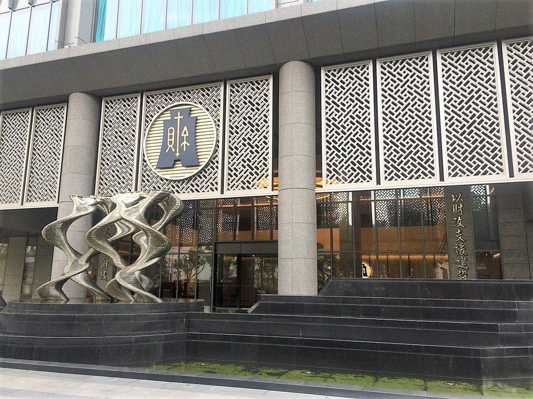 財政部統計處今天公布10月海關進出口貿易統計。記者沈婉玉/攝影