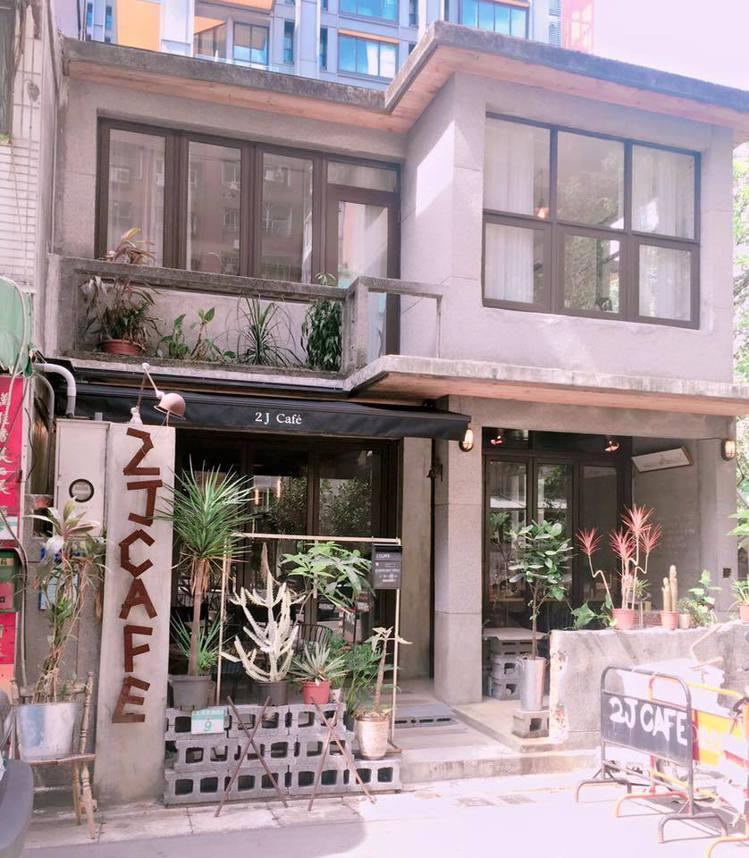 「2J Cafe」是韓式復古風咖啡店。圖/2J Cafe 提供