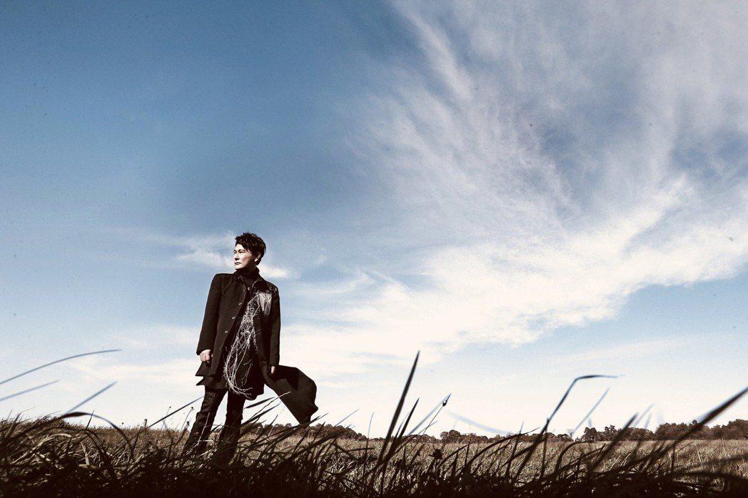张信哲赴瑞典参加2周音乐创作营,催生新歌「慢慢走」。 图/潮水音乐