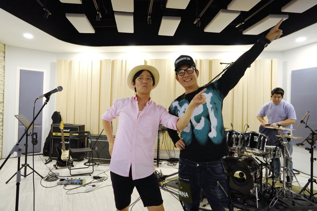 任賢齊(右)與阿牛相隔19年再合作新歌「嘿~我是說你呢」,堪稱「浪花一朵朵」2.