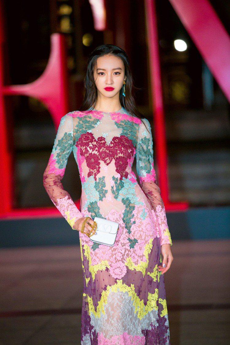 木村光希以曼妙身形出席VALENTINO高級訂製北京系列的大秀。圖/VALENT...