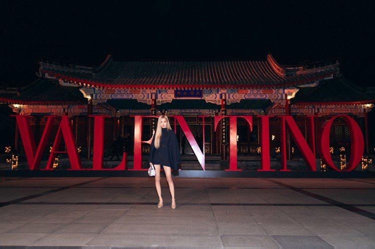 南韓女團BLACKPINK Rosé出席VALENTINO高級訂製北京系列發表。...
