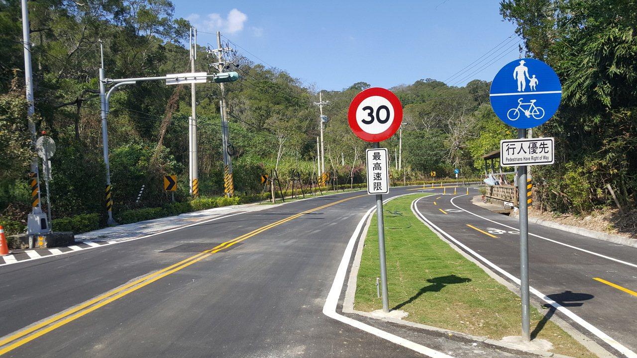 台13甲線在造橋鄉的舊路段,鄉公所爭取開闢成綠色生態景觀廊道,即將完工啟用,1....