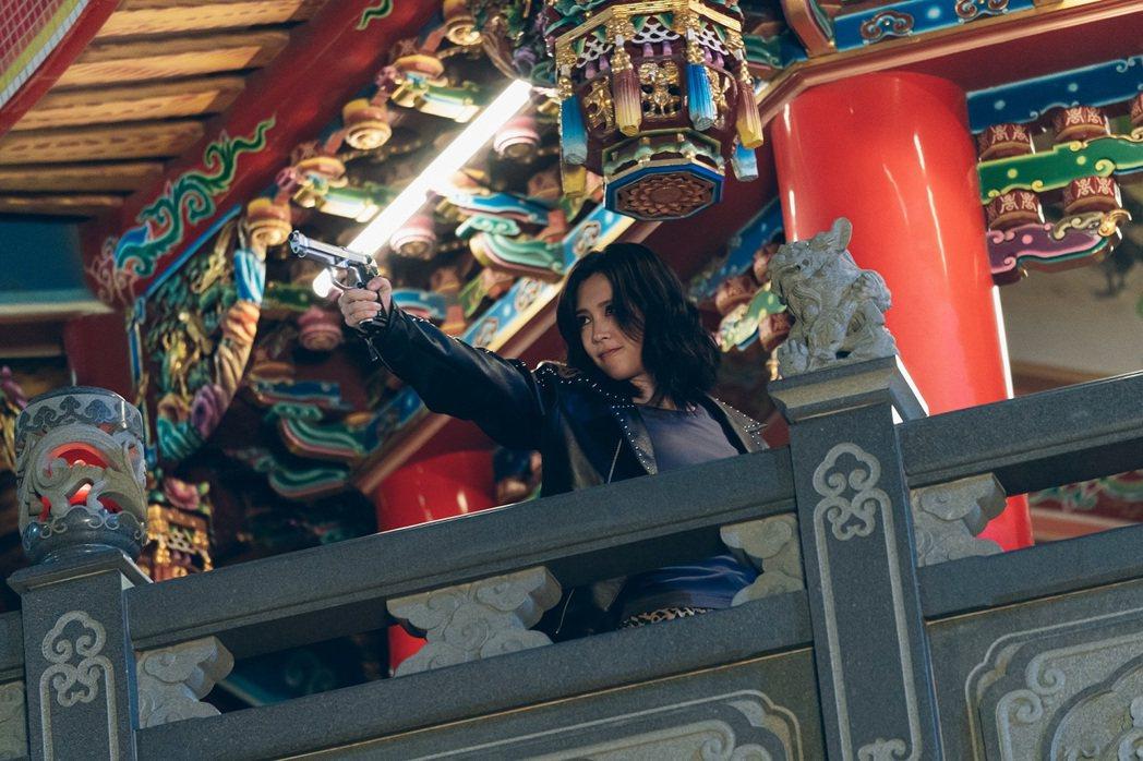 劉奕兒在「極道千金」中的打鬥場面帥氣。圖/Netflix 提供