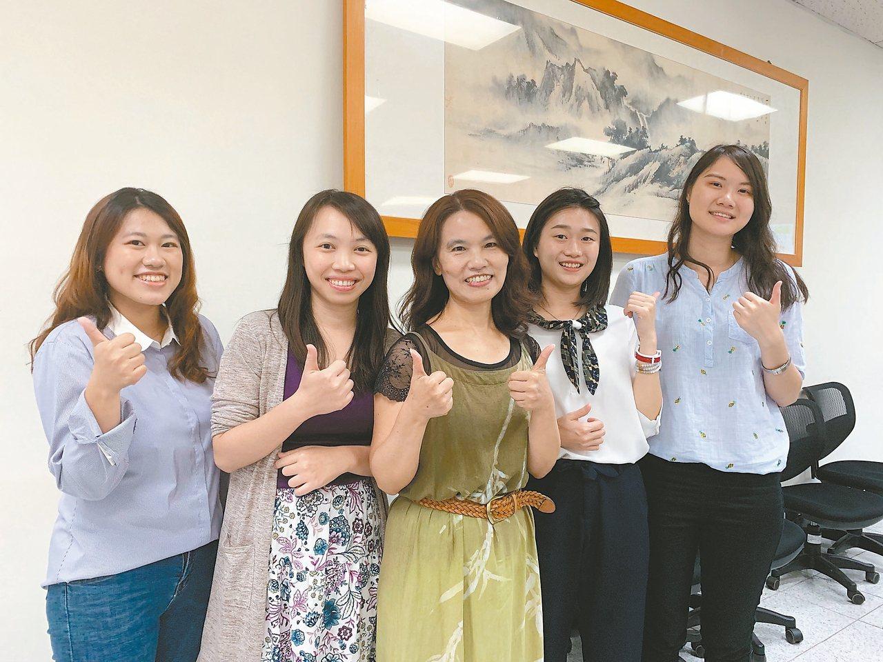 文藻的華語線上教學教師團隊,搶攻華語線上教學市場。 記者徐如宜/攝影
