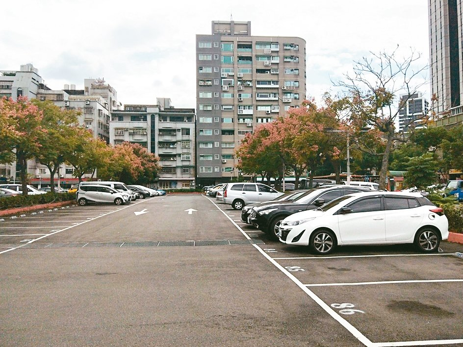 新北市三重區玫瑰停車場將爭取改建為立體停車場。 記者施鴻基/攝影