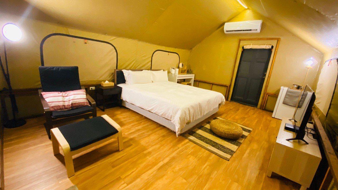 豪華狩獵帳內部設備比照溫泉飯店房間。記者徐白櫻/翻攝