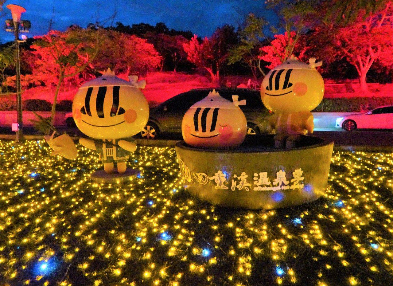屏東縣車城鄉四重溪溫泉公園楓紅燈海昨晚點燈。記者潘欣中/攝影