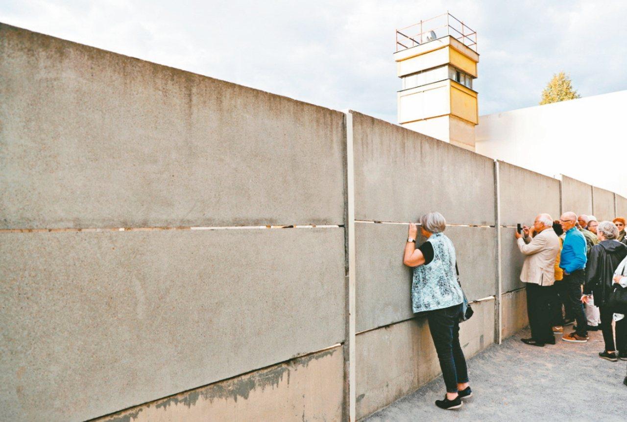 德國柏林圍牆倒塌屆滿卅周年 (路透資料照片)