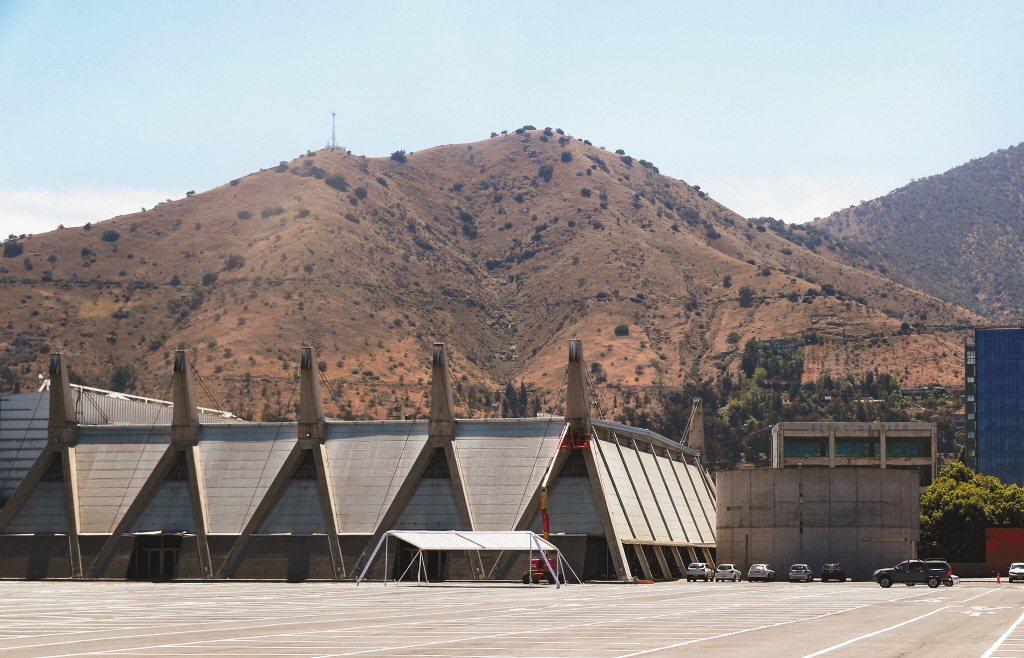 圖為原訂辦APEC峰會的智利聖地牙哥會展中心。 (路透)