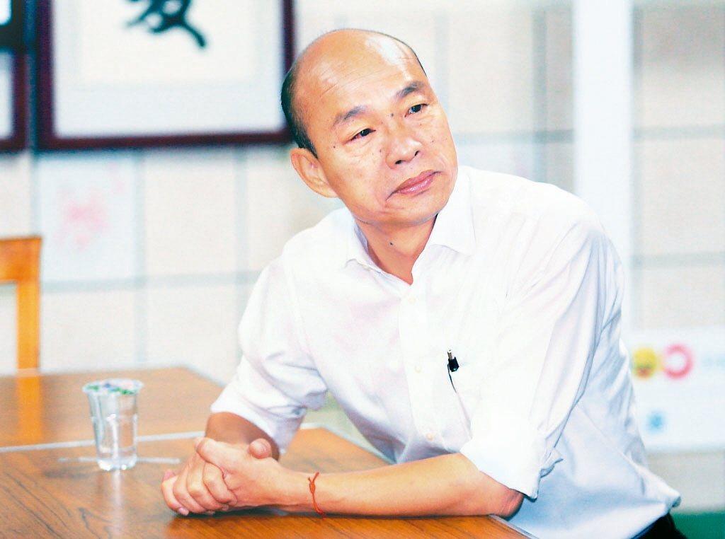 針對南港豪宅爭議,國民黨總統參選人韓國瑜表示,一個單純合法的買賣權利轉售,居然在...