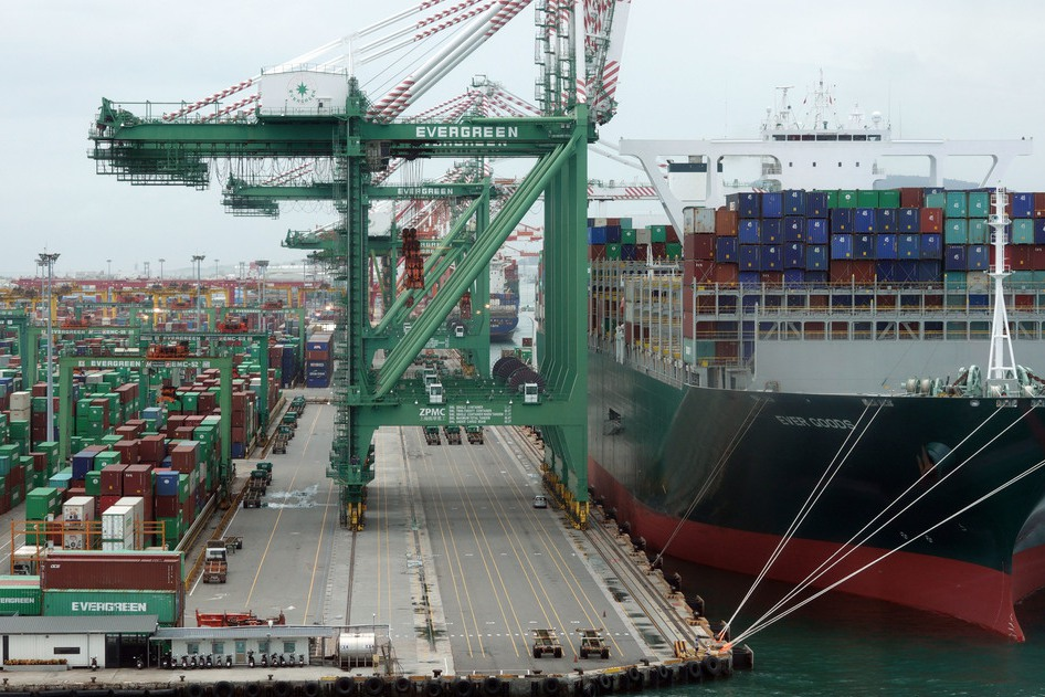 貿戰拖累…十月出口「一邊飄雨一邊晴」