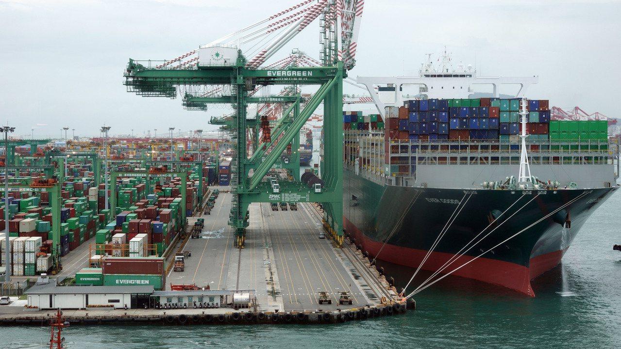 台灣10月出口年減1.5%,累計前10月出口年減2.4%;圖為高雄港。圖/聯合報...
