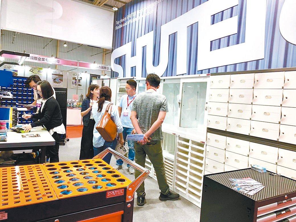樹德企業公司在台中工具機展五金暨配組件區3049攤位,分別展出荷重型工具櫃、效率...
