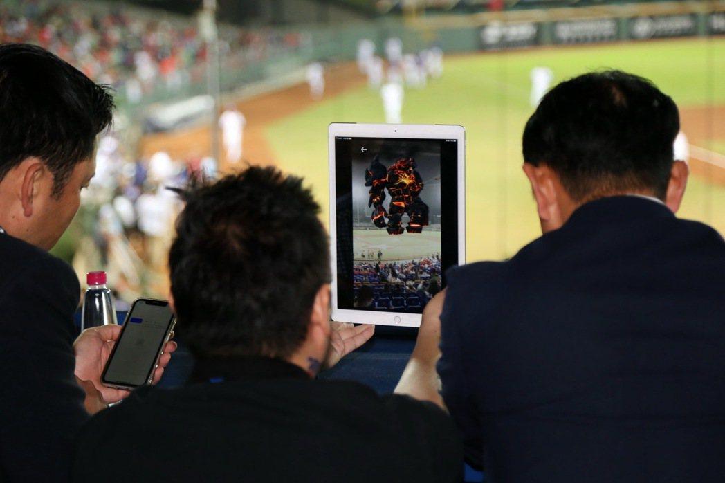 觀球助手「O′Hero」APP更可針對不同球場的需求,以資訊、互動、消費三大核心...