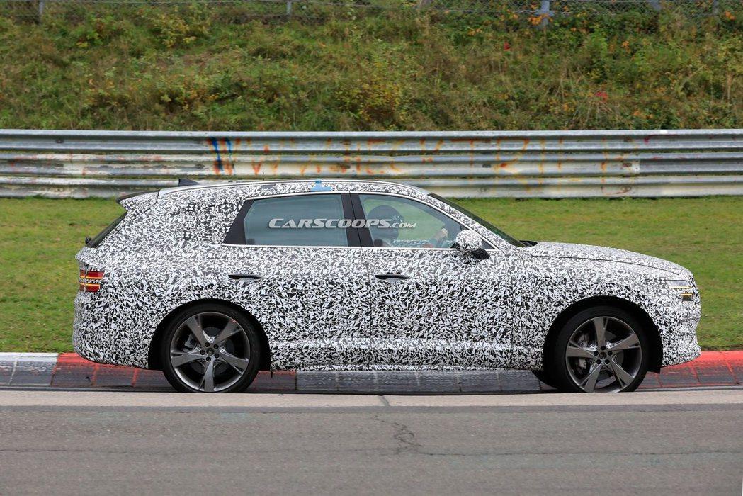從最新的偽裝車中已可窺探Genesis GV80的造型。 摘自Carscoops