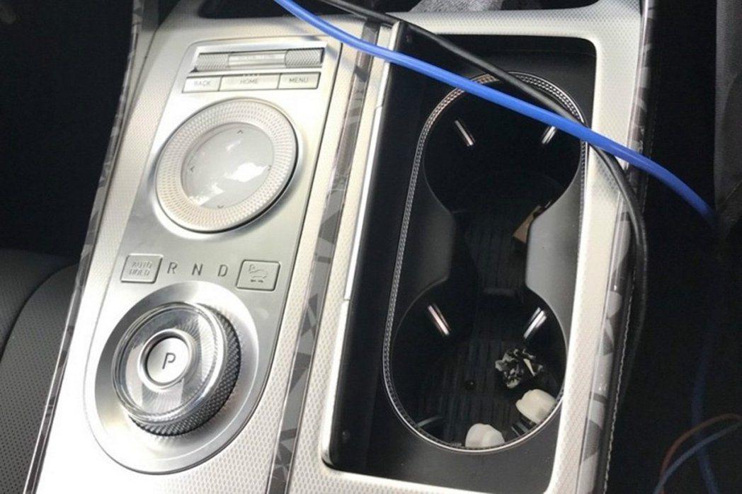 Genesis GV80史用了目前集團皆未有任何車型採用的旋鈕式換檔系統。 摘自...