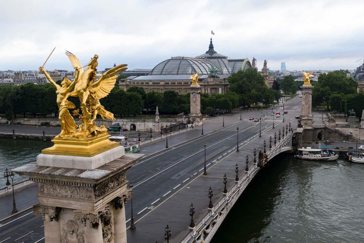 法國文化部一名高級官員在女性應徵工作者的咖啡內放利尿劑,被害人被帶到塞納河畔的橋...