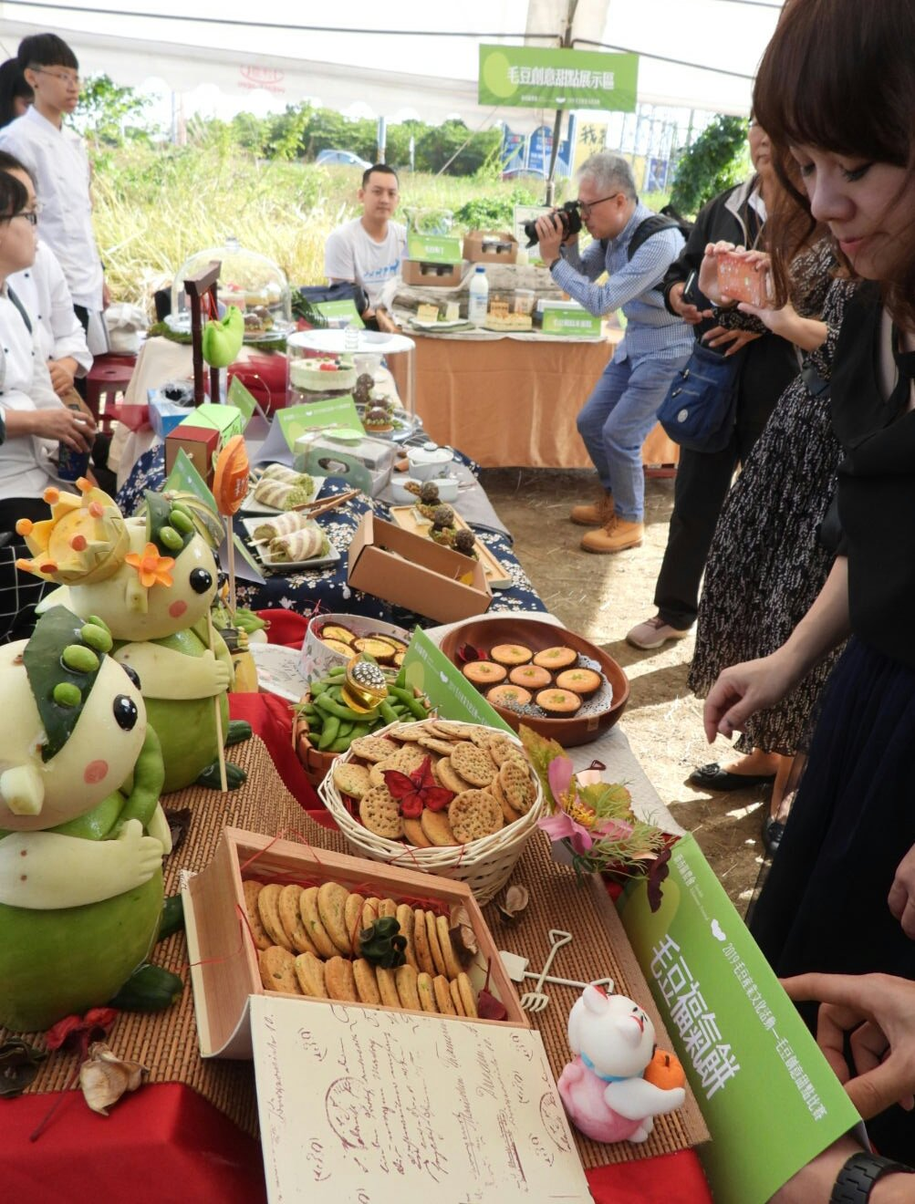 台南新市毛豆節嘉年華登場,展示精緻毛豆製品。記者周宗禎/攝影