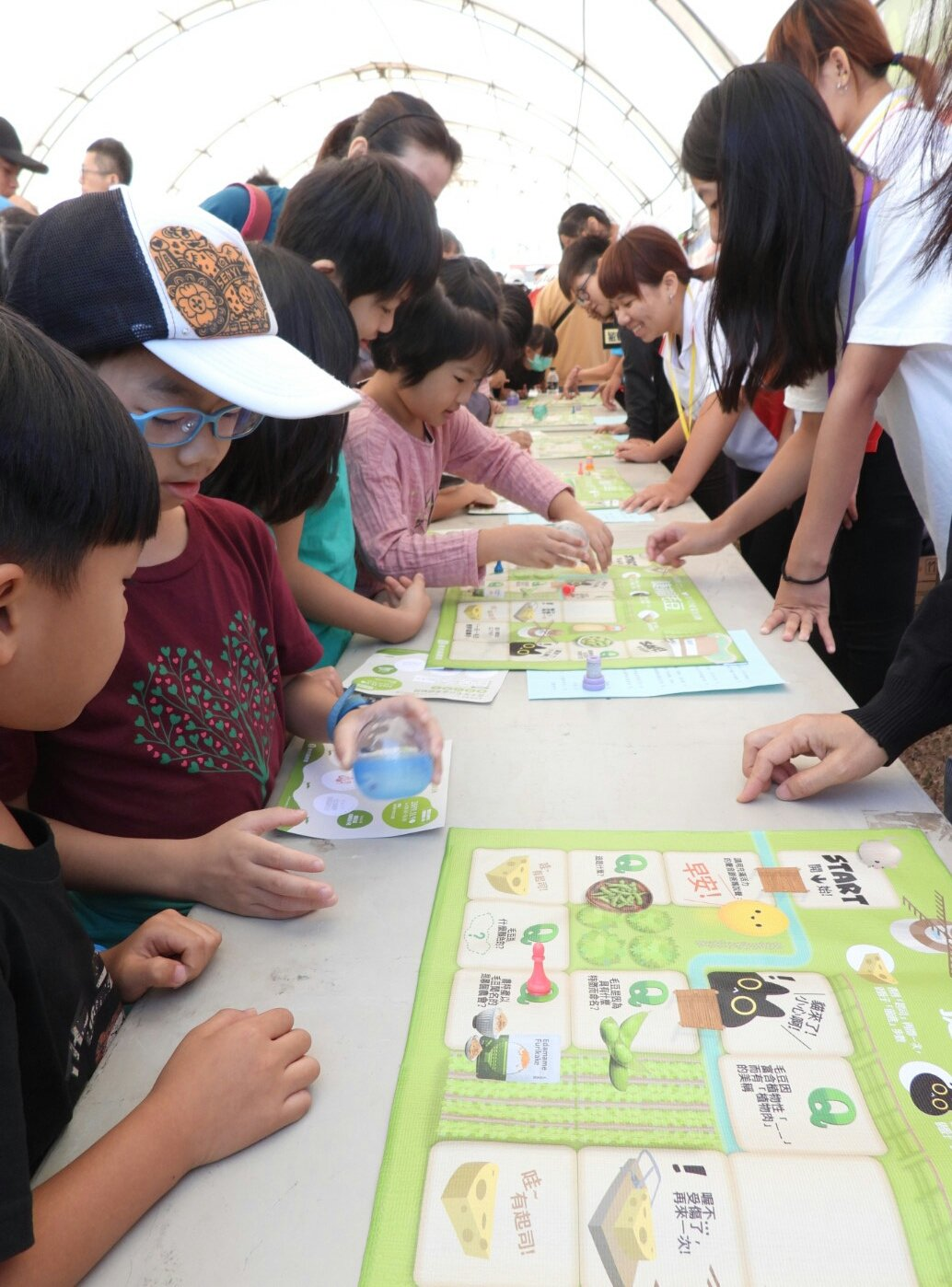 台南新市毛豆節嘉年華熱鬧活動,大批親子參加。記者周宗禎/攝影