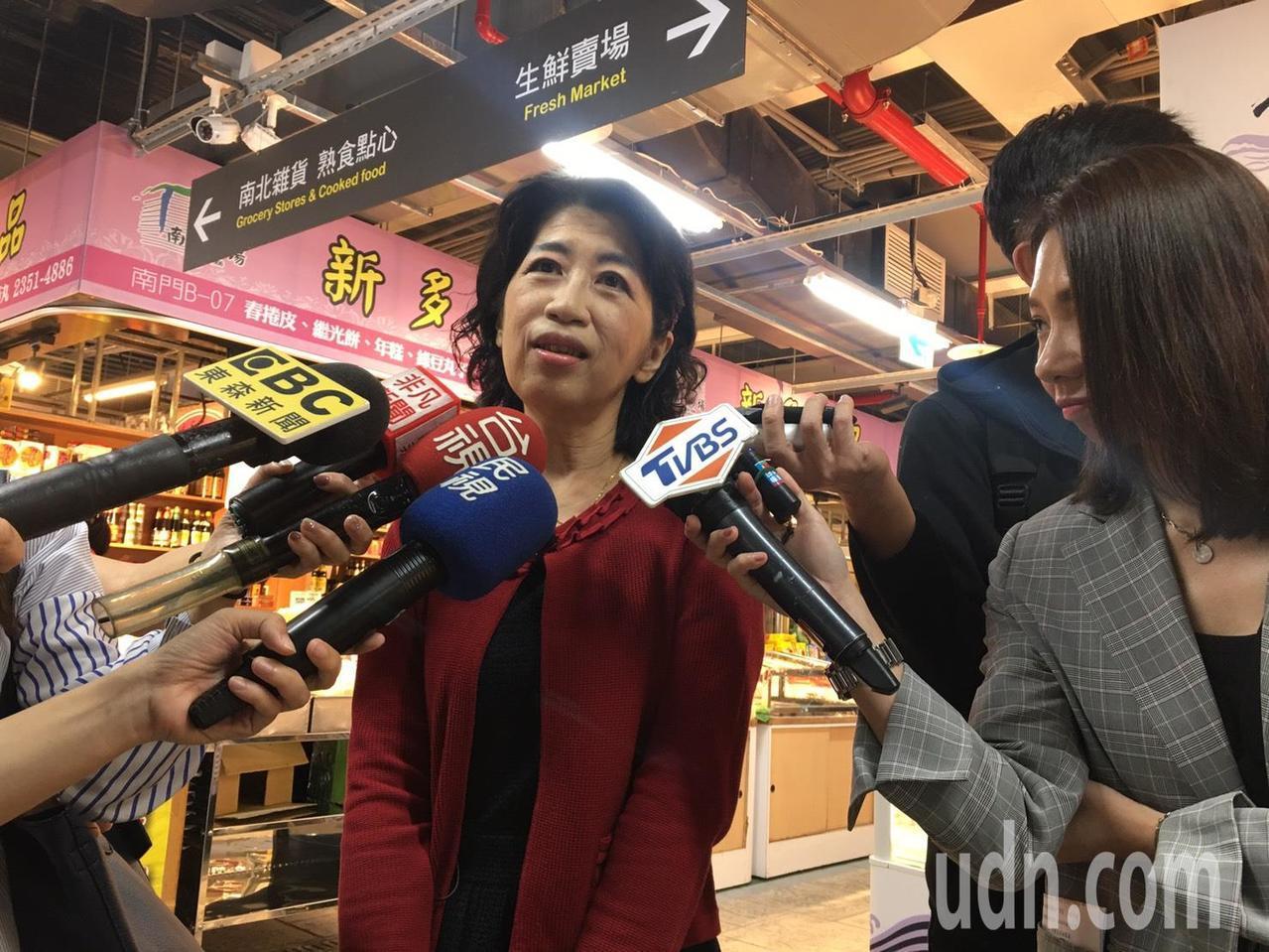 台北市長柯文哲夫人陳佩琪今天上午逛南門中繼市場。記者魏莨伊/攝影