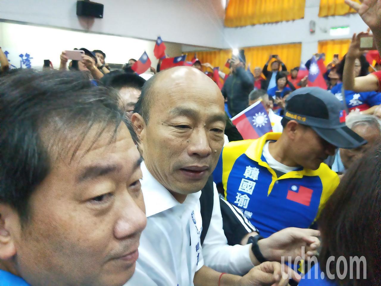 韓國瑜今到基隆,韓粉擠爆國黨基隆黨部史上人最多,展現藍軍大團結。記者游明煌/攝影