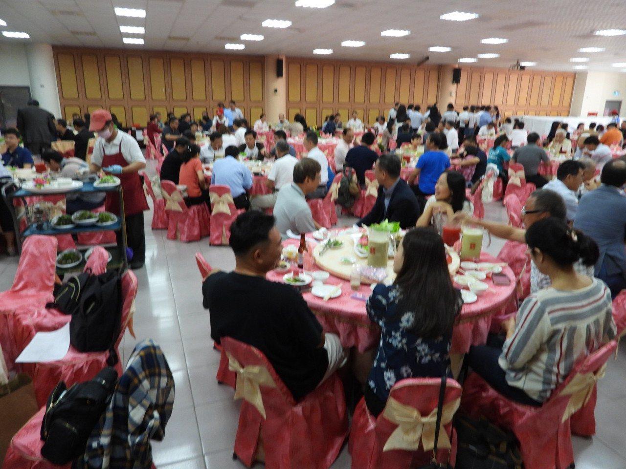 長榮大學EMBA慶20周年 兩百多校友回娘家歡聚。記者周宗禎/攝影