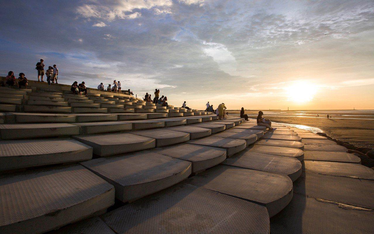 新竹市長林智堅獲選亞太區景觀建築傑出人物獎,新竹漁人碼頭3項建設也獲得國際景觀大...